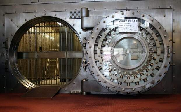 Дверь хранилища Diebold  в Национальном банке Вайнона