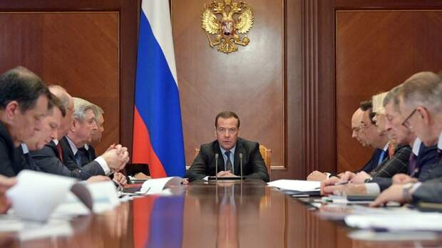 Медведев впервые возглавил рейтинг недоверия граждан России - ВЦИОМ