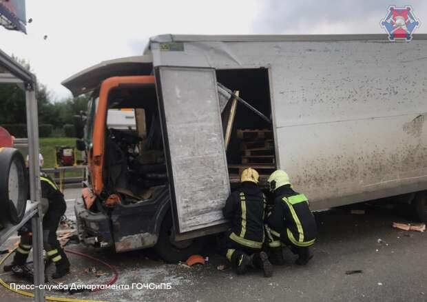Цепная реакция: на МКАД столкнулись три грузовика