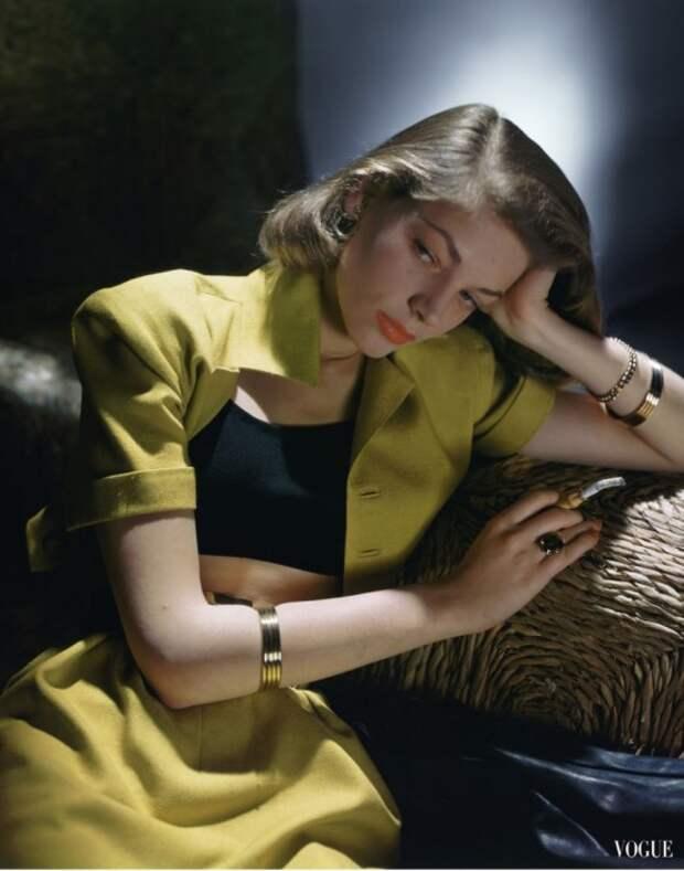 Актриса в укороченном костюме с топиком от Би. Эйч. Урэгги в журнале Vogue 1945 года.