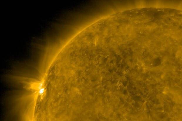 На Солнце зафиксировали самую сильную вспышку в 2021 году. Чем это может грозить?