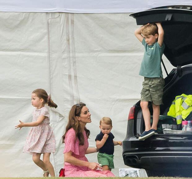 Кейт Миддлтон купила сыну недорогие кеды