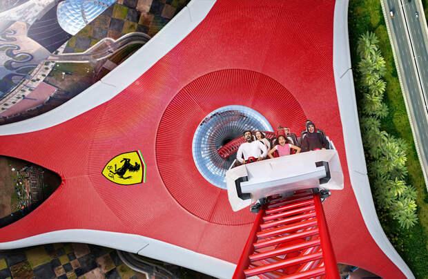 На волне адреналина: Ferrari World в Абу-Даби обогнал Disney в борьбе за звание лучшего тематического парка мира