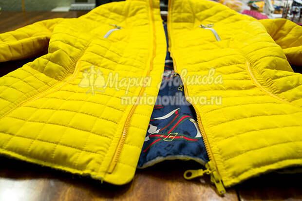 Соединить подкладку и куртку строчкой по низу