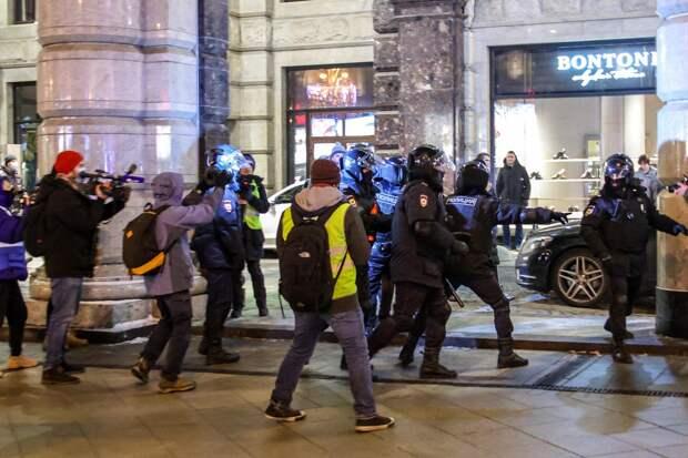 Реестровые и вольные: освещающим митинги журналистам раздадут QR-коды