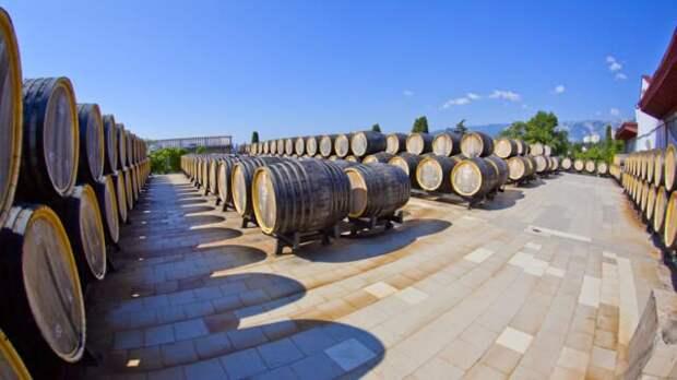 В Крыму продали за рубеж вина и пшеницы на 5 млн долларов