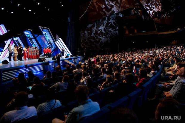 КВН устроил вЕкатеринбурге шоу перед COVID-запретами. Звезду «Уральских пельменей» выдали замэра