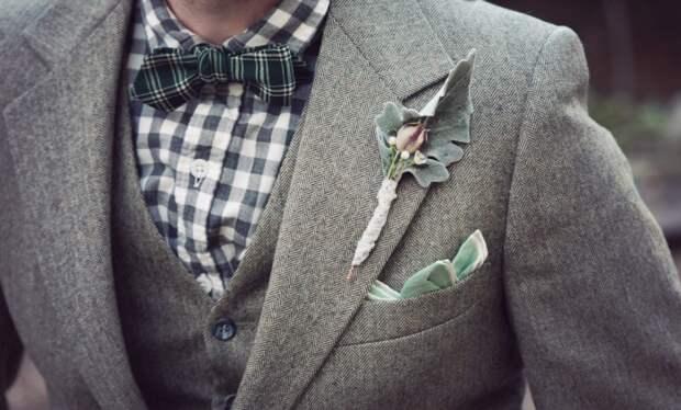 Многие мужчины используют петлю для того, чтобы носить значки, ордена, бутоньерки / Фото: mir-modnic.ru