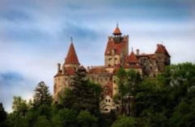 В замке Дракулы открыли центр вакцинации