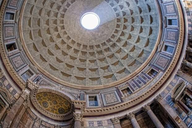 Толщина стены купола у основания составляет 6 м.   Фото: romegid.com.