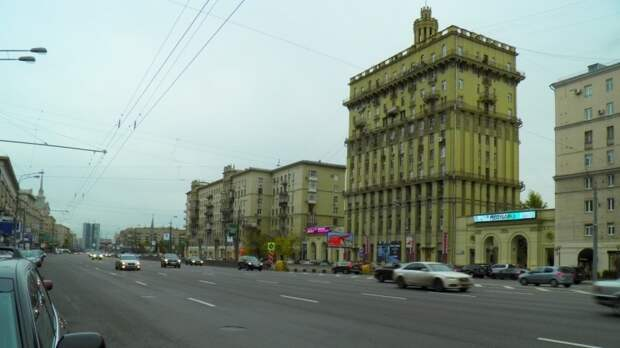 Сразу два дома частично обрушились в центре Москвы