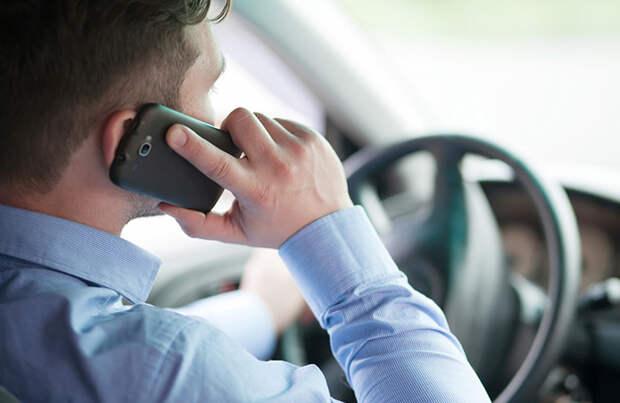 Разговор по телефону за рулем  определят «на глазок»