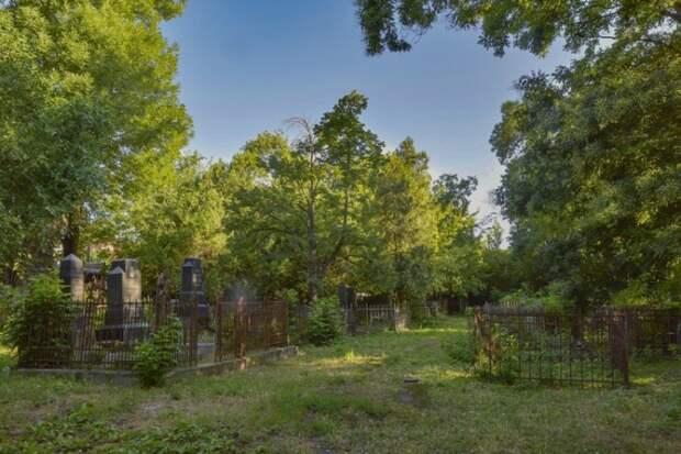 В Краснодаре на Пасху и Радоницу ограничат посещение кладбищ
