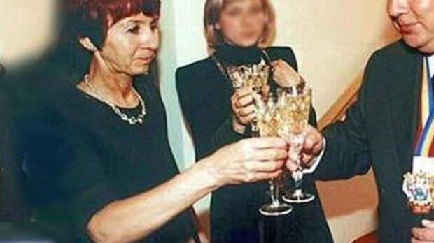 Супруга экс-губернатора Ростовской области отсудила укафе 7млн рублей