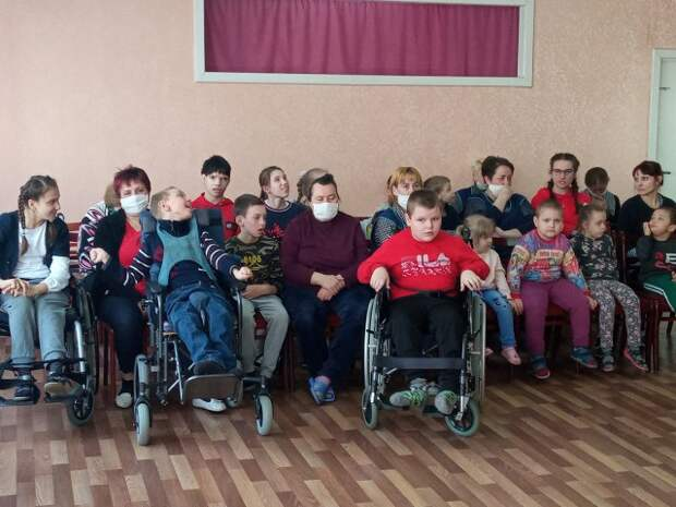 Благотворительная акция для детей-инвалидов ´Сладкий каравай -друзей собирай´.