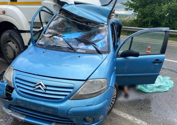 Смертельное ДТП в Крыму: «Камаз» раздавил легковушку