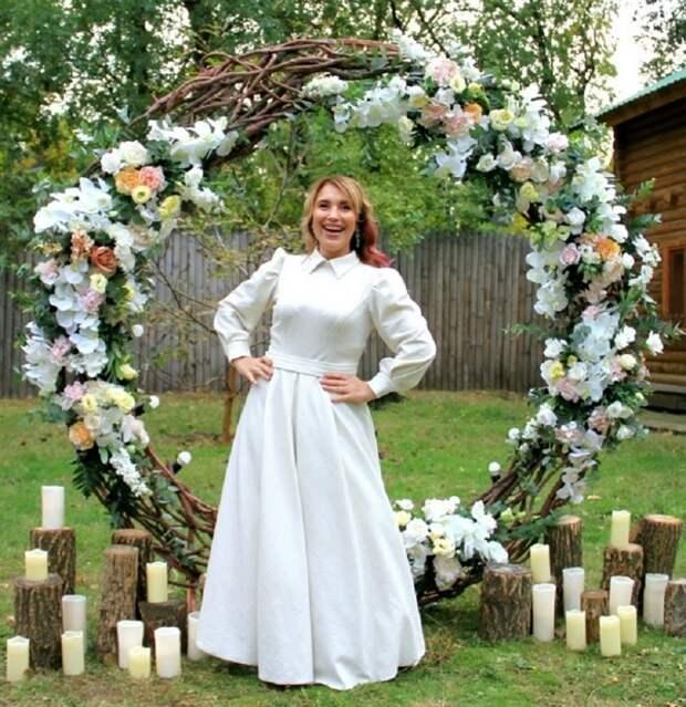 В Волгограде во время ведения праздника рухнула и умерла тамада, следователи выясняют причины