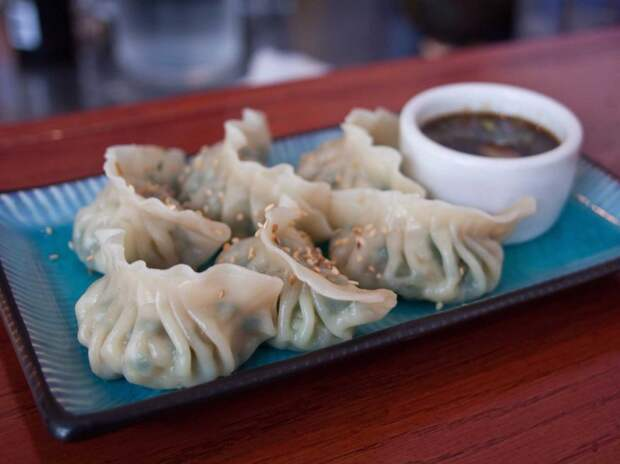 3. Китай, цзяоцзы. Китайские пельмени обжареный или приготовленные на пару или в воде или бульоне. Начинка обычно – свинина, креветки или капуста.