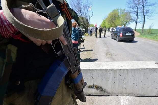 Военные бросают технику и спасаются по гуманитарным коридорам