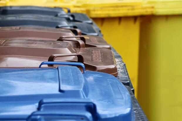 На Бестужевых вывезли мусор с переполненной контейнерной площадки