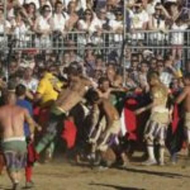 Флорентийский кальчо — самая жестокая разновидность футбола