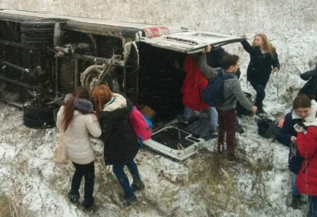 Под Пензой в кювет опрокинулся микроавтобусс детьми, есть пострадавшие