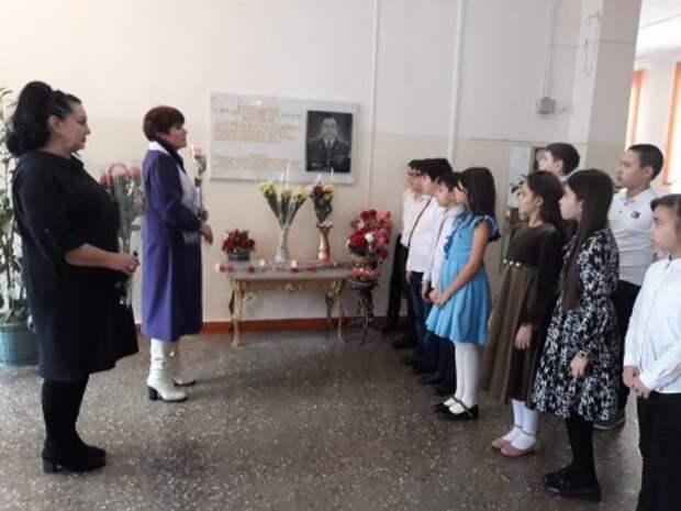 В нальчикской школе №11 вспоминали выпускника