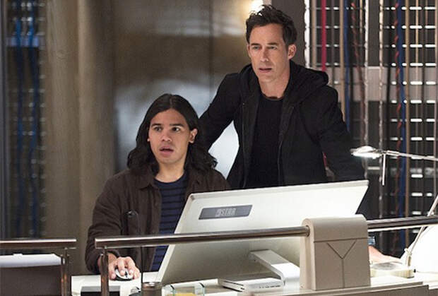 The Flash: Carlos Valdes and Tom Cavanagh to Exit After 7 Seasons