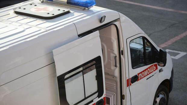 Три человека пострадали во время грозы в столице