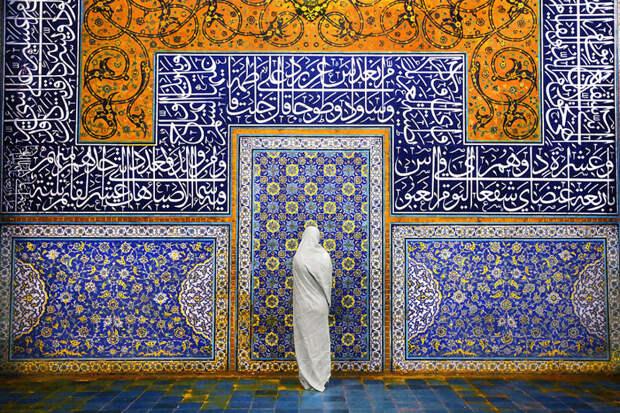 Женщина в мечети Шейх Лотфалла, Исфахан, Иран красота, путешествия, фото