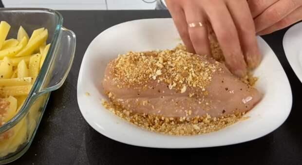 Бесподобный рецепт! Горячее блюдо из картошки и курицы, которое выручит всегда