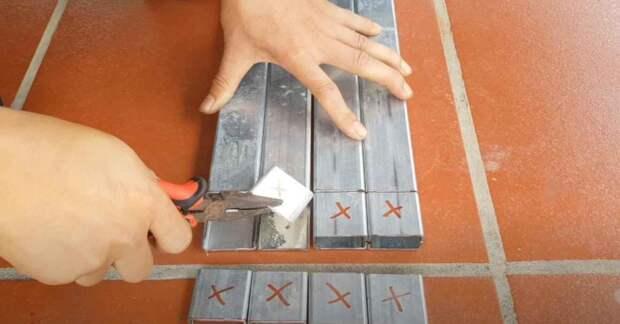 Как сделать секцию забора из профильной трубы и сетки (без сварки)