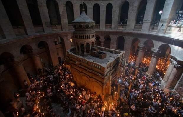 В Карелию из Иерусалима привезли Благодатный огонь