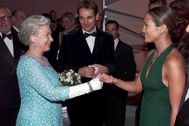 24 звезды, удостоенные встречи с королевой Елизаветой II