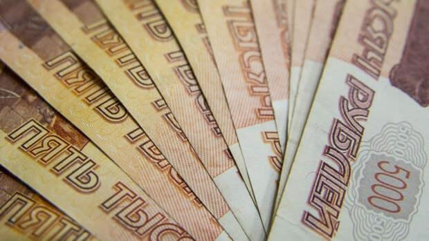 Блогер устроил «шоу» с разбрасыванием денег в ТЦ Москвы