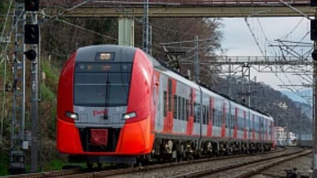 ДТП с участием поезда и легковушки унесло жизни трех человек в Подмосковье