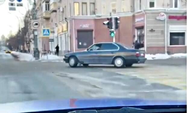 В Краснодаре двух парней наказали за дрифт на главной улице
