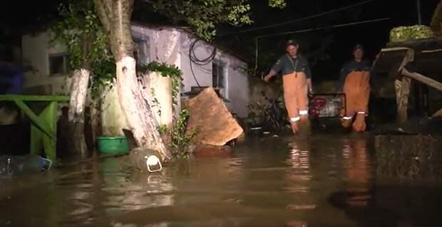 Из-за сильного дождя в Ленинском районе затопило 18 дворов