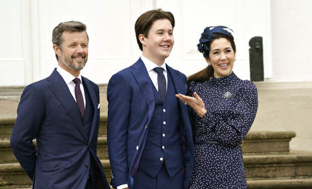 Кронпринц Дании Фредерик, кронпринцесса Мэри и другие на обряде конфирмации принца Кристиана