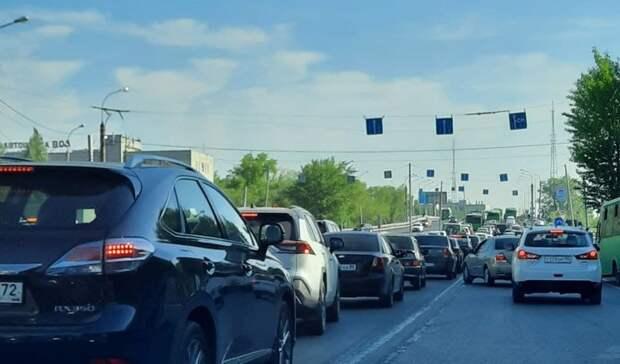 ВТюмени из-за ДТП наПермякова насоседних улицах образовались пробки