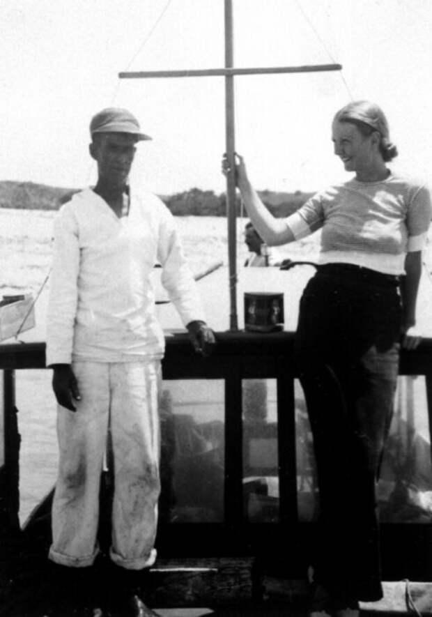 Джейн Мейсон и помощник капитана Карлос Гутьеррес. / Фото: www.litlife.club