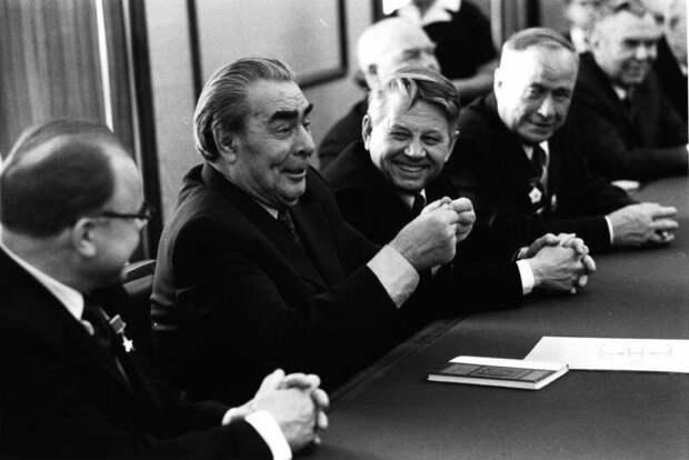 Встреча Леонида Брежнева с зачинателями стахановского движения Владимир Мусаэльян, 1970-е, г. Москва, МАММ/МДФ, ТАСС.