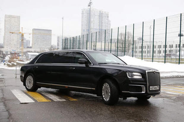 Дождался! Дмитрий Медведев пересел на лимузин Aurus