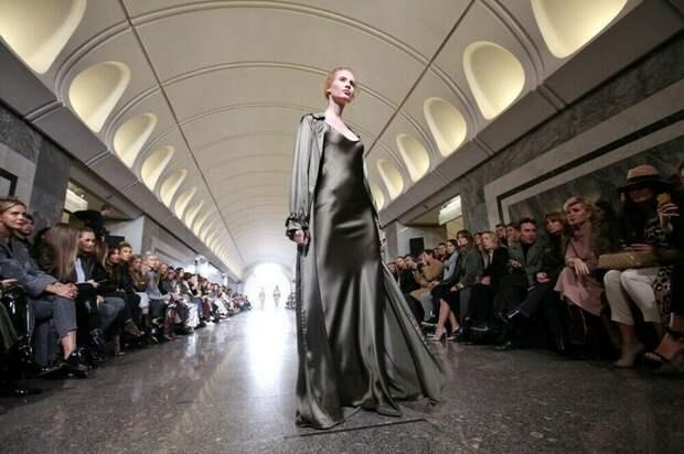 «Игра престолов», опера и показ мод: 4 события, которые удивили пассажиров метро