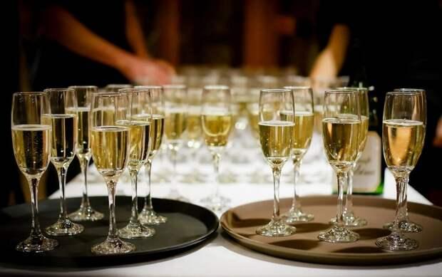 Возобновляются поставки шампанского из Франции в Россию