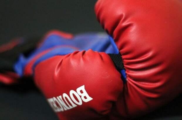 Российский боксер Курбанов победил Смита и завоевал пояс WBO