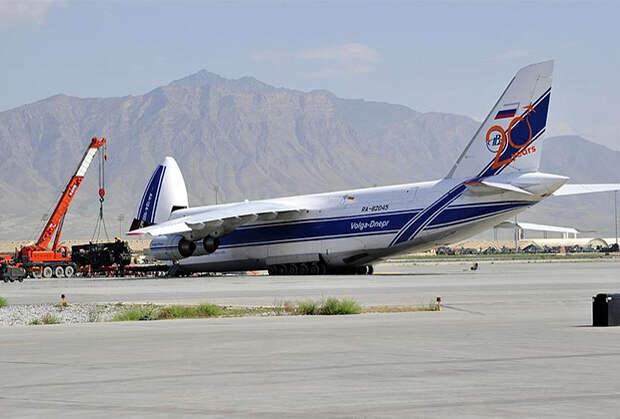 Разгрузка Ан-124 АК «Волга-Днепр» на авиабазе Баграм, Афганистан
