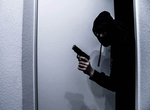Неизвестные с оружием ограбили дом замгубернатора ЯНАО