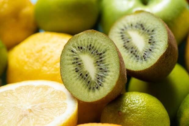 Освежающий лимонный напиток с киви и тимьяном