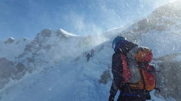 Работа без права на ошибку: альпинист-спасатель рассказал о тонкостях ремесла